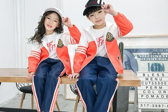 Smart uniforms in Chinese  schools.  Do you know why?