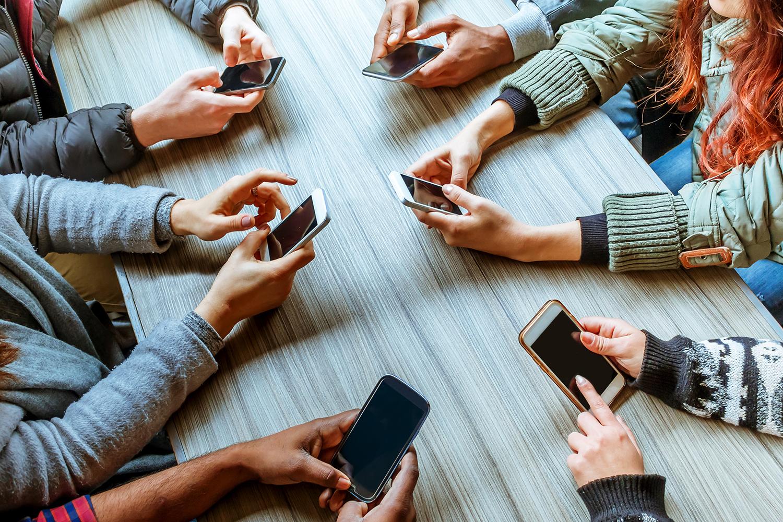 Social Media Addiction Runs These Risks