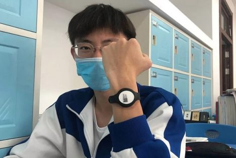 Beijing Applying Smart Bracelets to CHECK Students' Temperature